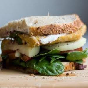 Vergulde-olijf-sandwich
