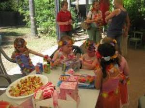 Kinderfeesten in de praktijk: Mickey-pannenkoeken, Marshmallows roosteren, Simpel maar doeltreffend, Tips allerlei, Eigen feestje, Een nachtmerrie, Haaibaai, Alleen voor echte vrienden
