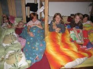 Pyjamafeest: Uitnodigingen, Aankleding, Activiteiten