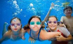 Zwemmen, spelen en feesten